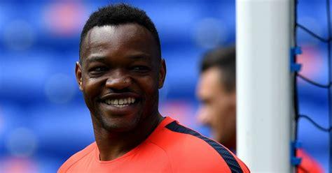 Palace welcome arrival of 'proven goalkeeper' Mandanda ...