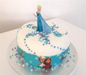 Gateaux La Reine Des Neiges : faire un gateau reine des neiges avec ruban pate a sucre blog univers cake ~ Dallasstarsshop.com Idées de Décoration