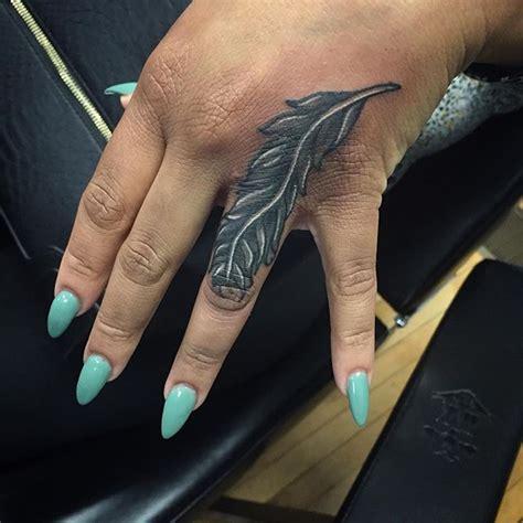148 Excellent Finger Tattoos Designs - Parryz.com
