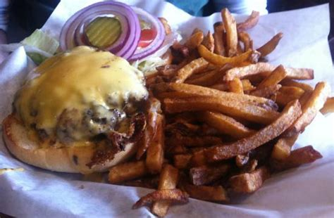 famous big cheesy burger w fries