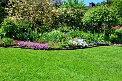 Rasen Mit Hintergrund Garten  Stock Photo #9366982
