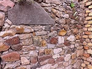 Steine Mauer Garten : alte steine naturstein feldsteine bruchstein mauer trockenmauer ruinenmauer bauernhaus ~ Watch28wear.com Haus und Dekorationen
