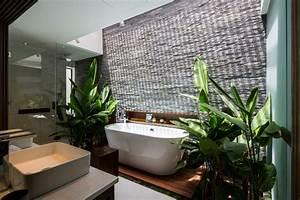 villa design avec piscine sur le toit With salle de bain design avec décoration tropicale