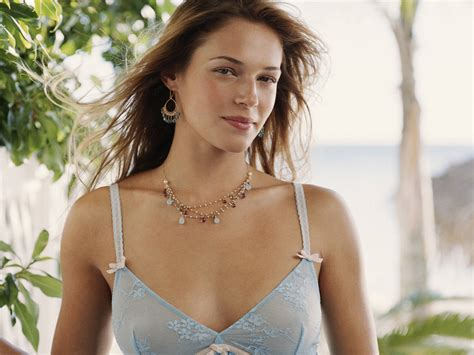 Amanda Righetti Hot Pictures Photo Gallery And Wallpapers