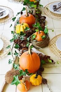 Einfache Herbstdeko Tisch : herbstliche tischdeko mit k rbissen tischdeko pinterest efeu naturmaterialien und k rbis ~ Markanthonyermac.com Haus und Dekorationen