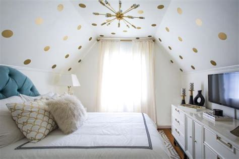 Vintage Bedroom Ideas For Small Rooms by 14 Ideas For Small Bedroom Decor Hgtv S Decorating