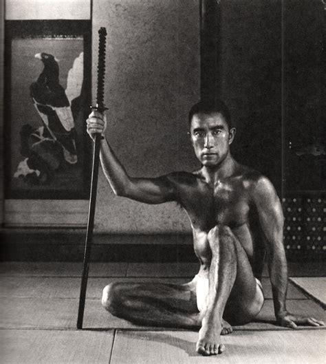 文豪・三島由紀夫の肉体を見たい―筋肉画像集  Naver まとめ