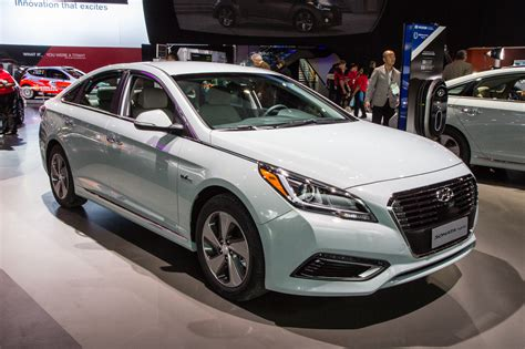 In Hybrid Cars 2016 by 2016 Hyundai Sonata Hybrid In Hybrid Debut At 2015
