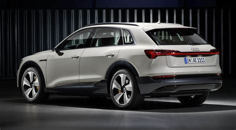 2019 audi e tron premium electric crossover goes head to