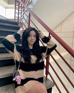 Blackpink Jisoo Shows Off Her Pure Beauty Wearing A