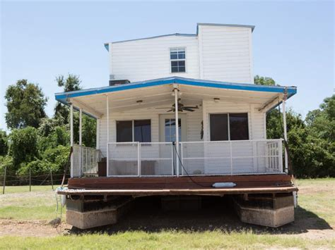 Fixer Upper House Boat by Fixer Upper It Floats Hgtv S Fixer Upper With Chip And