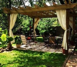 amenagement jardin pergola plus intimite dans votre espace With attractive rideau pour pergola exterieur 3 pergola fixe et jardin dhiver