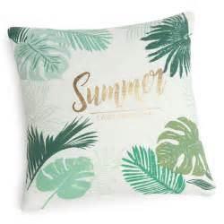 housse de coussin en coton imprime vert xcm tropic summer maisons du monde