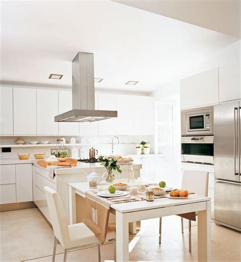 ideas infalibles  multiplicar la luz en la cocina