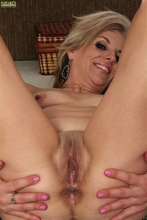 Alluring MILF Get Busy With Her Punani Photos Sierra