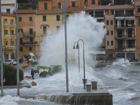 Meteo Porto Santo Stefano Mare violenta mareggiata si abbatte su porto santo stefano