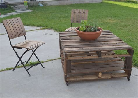 diy outdoor wood coffee table using reclaimed wood and