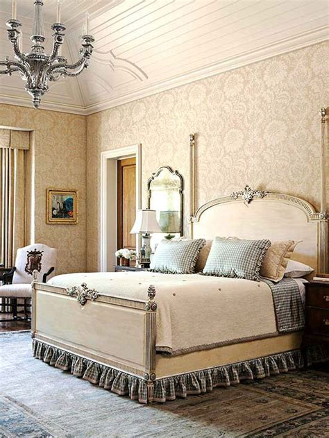 Bedroom Decorating Ideas With Antique Furniture by Best 25 Antique Bedroom Decor Ideas On