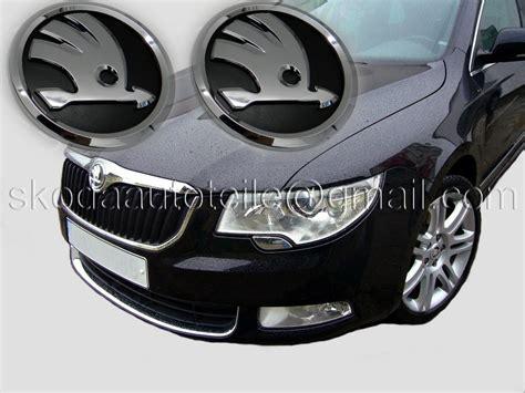 skoda emblem schwarz au 223 enausstattung skodaautoteile de onlineshop