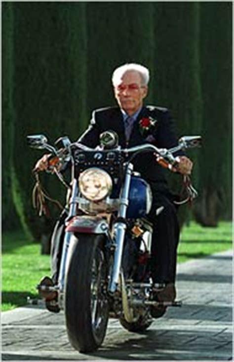 evel knievel  daredevil   motorcycle dies