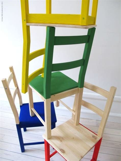 relooker une chaise 39 ivar 39 pine chairs half painted in brilliant basic colours