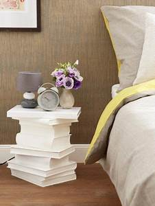 Tisch Aus Büchern : clevere diy idee nachttisch aus alten b chern basteln in 2018 m bel restaurieren herstellen ~ Buech-reservation.com Haus und Dekorationen