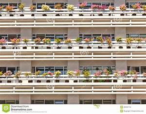 Bac A Fleur Balcon : construction d 39 un bac de fleur de balcon photos libres de droits image 28250718 ~ Teatrodelosmanantiales.com Idées de Décoration