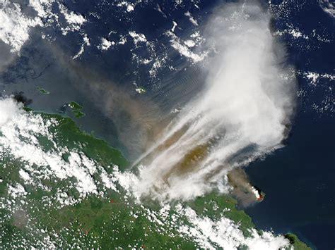 Continued Eruption of Manam Volcano : Natural Hazards