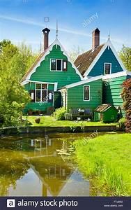 Häuser In Holland : typische gr ne h user von zaandam stockfotos typische gr ne h user von zaandam bilder alamy ~ Watch28wear.com Haus und Dekorationen