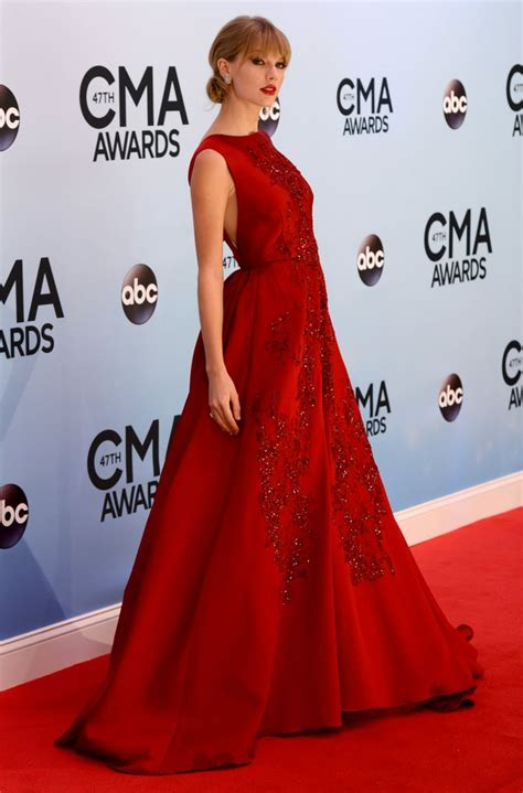 Taylor Swift wore a red ball gown to the CMAs. | Taylor ...