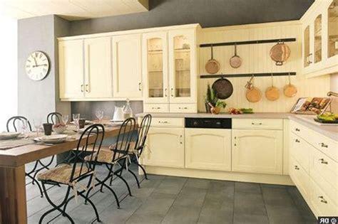 meuble de cuisine rustique repeindre des meubles de cuisine rustique relooker ses