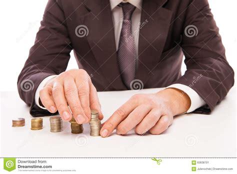 bureau homme d affaire pile de placing coin d 39 homme d 39 affaires au bureau