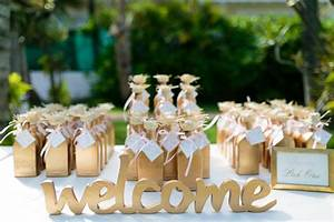 17 wedding welcome bags and favors your guests will love for Wedding party gifts ideas