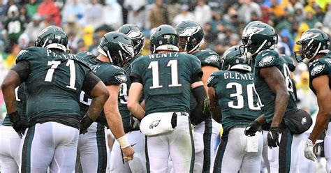 eagles teammates defend carson wentz  twitter