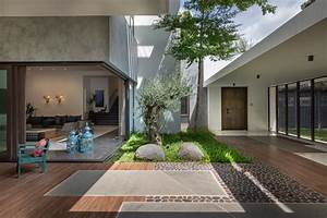 Modern-home-with-courtyard-design