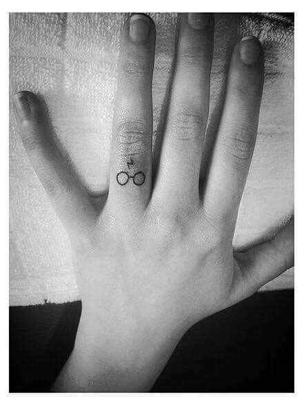 #Harry #Potter #tattoo on #finger #lightning #glasses | tatoo | Pinterest | Tattoos on fingers