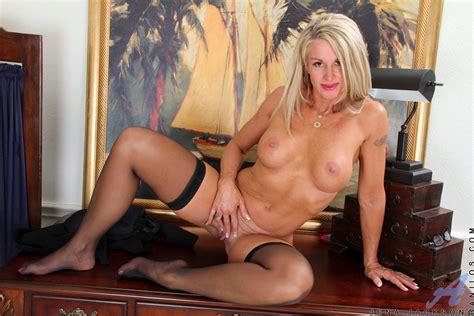 Blonde Ladys Sexy Pussy Display Mature Xxx Pics