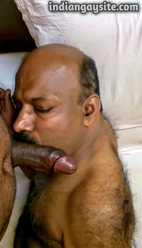 Indian Gay Blowjob Video Of A Horny Mature Man Sucking His