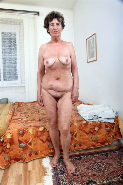 Amateur Granny Spreading Her Hairy Pussy Porn Pictures