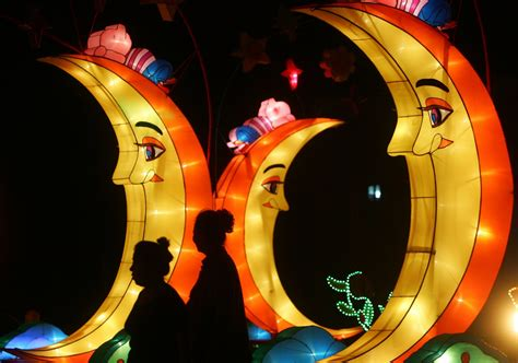 mid autumn festival  chinas mooncake holiday celebrations  pictures