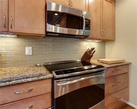 how to glaze kitchen cabinets 1000 images about backsplash on black granite 7254
