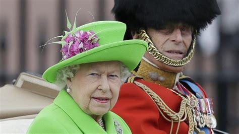 ratu elizabeth gunakan tas sebagai kode rahasia bagi