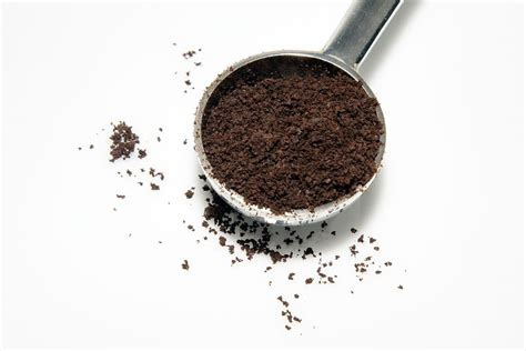 In the network you will find many recipes to prepare a coffee exfoliant, it can be for the care of the face, another exfoliating coffee for stretch marks, to lose weight, etc. The Caffeinated Shower Approach   Coffee ground scrub, Diy ...