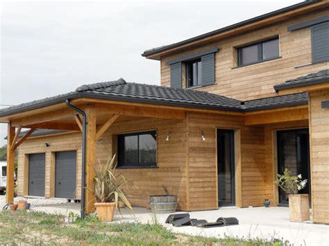 la maison en bois avec menuiseries c est un grand