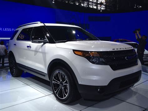 suv  ford explorer sport   row seating family