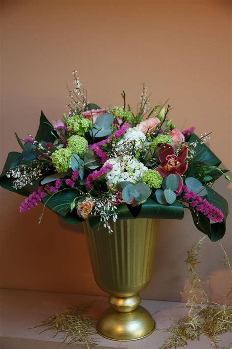 You Place The Flowers In The Vase by Cut Flowers For The Home Here S 10 Of The Best