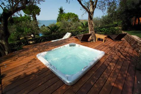 vasche idromassaggio da interno minipiscine idromassaggio da esterno e interno piscine