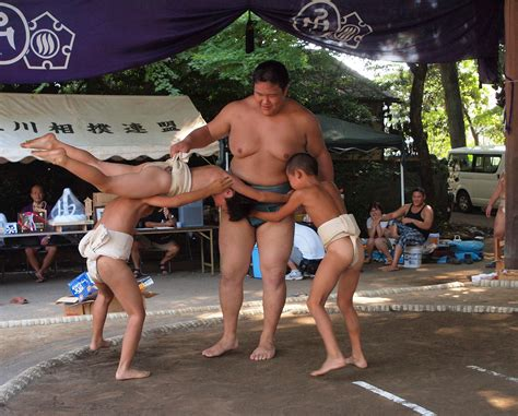 Japanese Fitness expert recommends toddlers play catch ...