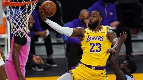 Lakers' LeBron James still 'weeks away,' but Anthony Davis ...