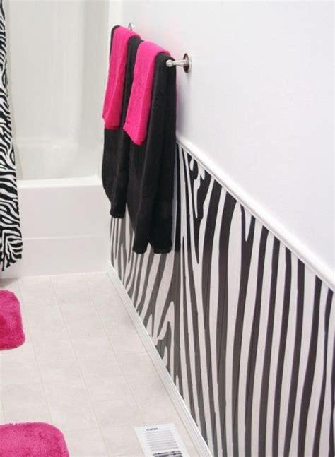 Zebra Bathroom Ideas by Best 25 Zebra Bathroom Decor Ideas On Hanging